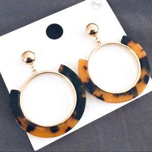 NWT Post pin tortoise gold loop earrings